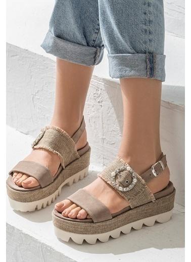 Elle Dolgu Topuklu Sandalet Bej